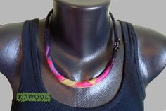 [Necklace] wet felting and beads