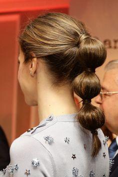 Coleta burbuja: así se hace paso a paso el peinado de Letizia