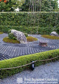Gravel Patterns In The Zen Garden Of The Taizo In (退蔵院) In Kyoto.
