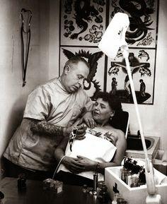 Le Bouquinovore: Femmes tatouées dans les années 20's