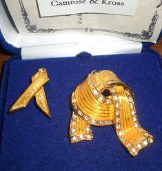 Jackie Kennedy Yellow Ribbon Pin Set with Certificate - 38 Jacqueline Kennedy Jewelry, Jackie Kennedy, Rose Kennedy, Vintage Costume Jewelry, Vintage Jewelry, Brooch Pin, Ribbon, Etsy Shop, Brooches