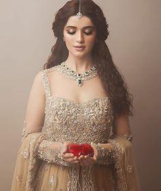 43 trendy bridal look indian receptions Pakistani Wedding Dresses, Indian Dresses, Indian Outfits, Indian Bridal Makeup, Engagement Dresses, Desi Wedding, Wedding Reception, Wedding Attire, Bridal Outfits