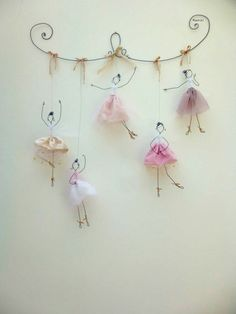 Balerina tutu it's wonderful 16 DIY White Christmas Decorations for the Home Chorus line doodler Discover recipes, home ideas, style inspiration and other ideas to try. Great DIY wall art for amelia 43 wire art sculptures ready to emphasize your space – Wire Crafts, Diy And Crafts, Crafts For Kids, Arts And Crafts, Paper Crafts, Kids Diy, Decor Crafts, Wire Jewelry, Art Dolls