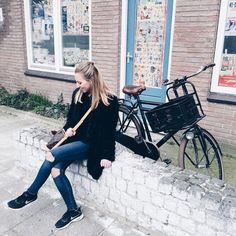 🚲 #instadaily #instamood #instagood #travelblogger #travelers #amsterdamcity #amsterdamlife #amsterdam #citylife #igersamsterdam Elba, Logs, Amsterdam, Instagram, Magazines