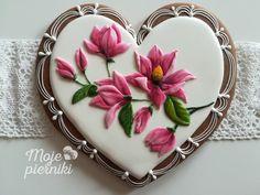 Heart with magnolia Elegant Cookies, Fancy Cookies, Cut Out Cookies, Royal Icing Cookies, Sugar Cookie Cakes, Cupcake Cookies, Cookie Favors, Flower Cookies, Buttercream Flowers