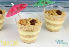 Sand Cake: Yummy treats for any beach lover! #mermaids #finfun #mermaidtail www.finfunmermaid.com Dirt Cake Cups, Oreo Dirt Cake, Dirt Cups, Sand Pudding, Pudding Cups, Pudding Desserts, Köstliche Desserts, Beach Themed Desserts, Beach Theme Snacks