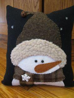 Muñeco de nieve de invierno almohada... Todo por Justplainfolk