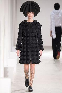 Junya Watanabe Fall 2015 Ready-to-Wear Collection Photos - Vogue Fashion Week, Runway Fashion, Fashion Show, Fashion Design, Paris Fashion, Fashion Silhouette, Crazy Outfits, Junya Watanabe, Sculptural Fashion