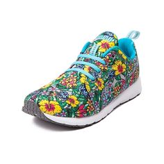 Hit the track in the trendy tropical Carson Runner from Puma! Enhance your sporty style