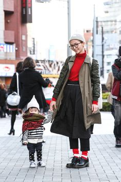 [Mommy & Little Boy in Uniqlo & Comme Des Garcons- www.Fashion.my] Name: Yuina / DeishiShooting, Location: Harajuku, Outer: UNIQLO, Tops: UNIQLO, Bottoms: Comme des Garcons #MomBoyJapaneseStreetStyle #Harajuku