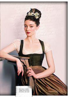 Dirndl Shop – Trachtenmode & Fashion | Julia Trentini ~ mit Edelweiss im Haar