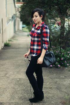 brunavieira. camisa xadrez, bota de franja.
