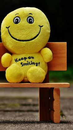 Keep On Smiling wallpaper – Cool backgrounds Smile Wallpaper, Cute Emoji Wallpaper, Cute Disney Wallpaper, Painting Wallpaper, Wallpaper Quotes, Canvas Light Art, Happy Smiley Face, Smiley Faces, Cool Girl Pic