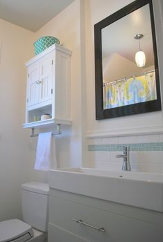 Budget friendly bathroom makeover @ The Sweetest Digs blog