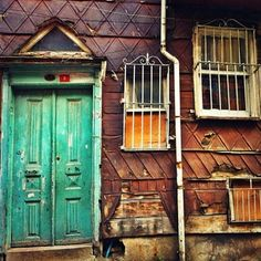 Old houses of Istanbul Float Your Boat, Closed Doors, Istanbul Turkey, Our World, A 17, Doorway, Old Houses, Home Deco, Entrance