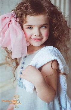 Pretty little girl with pink bow in her hair Beautiful Little Girls, Cute Little Girls, Sweet Girls, Beautiful Children, Beautiful Eyes, Beautiful Babies, Cute Kids, Cute Babies, Baby Kids