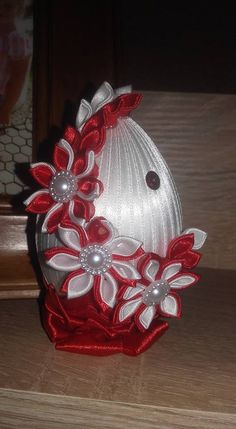 Ribbon Art, Ribbon Crafts, Felt Crafts, Quilted Ornaments, Fabric Ornaments, Christmas Ornaments, Easter Projects, Easter Crafts, Coconut Decoration
