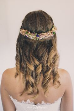 Wedding hairstyle. Vicky, gorgeous bride, and a beautiful hairpiece by @cucullia