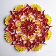 ❤ www.facebook.com/EvelinMartinsArte #mandala #tactiledesign #papercraft #craft #quilling #paperquilling #art #paperart #arte #beautifulmandalas #colorful