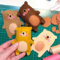 Felt teddy bear pocket toy mini best friend, polar bear plush toy, animals o . Felt Diy, Felt Crafts, Clay Crafts, Yarn Crafts, Wool Felt Fabric, Craft Projects, Sewing Projects, Felt Animals, Felt Stuffed Animals
