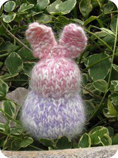 Basic #knit Easter bunny pattern.