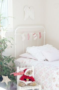 mommo design: CHRISTMAS IN KIDS ROOM