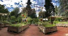 Bamboo pergola to hold tin-cans-planters   da Orti Dipinti