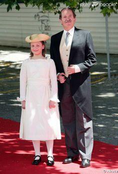 Duarte Duque de Bragança e de sua filha a Infanta Maria Francisca, no casamento do príncipe Carl Philip de Orleans e Diana Álvares Pereira de Melo, Duquesa de Cadaval