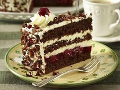 Black Forest Cherry Cake, or Schwarzwälder Kirschtorte, is a classic! The trick… Black Forest Cherry Cake, or Schwarzwälder Kirschtorte, is a classic! The trick is to. German Desserts, Brownie Desserts, Sweet Desserts, Just Desserts, Sweet Recipes, Cake Recipes, Dessert Recipes, German Recipes, Brownie Cake