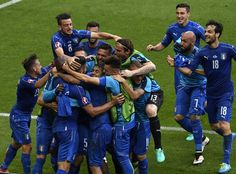 Italy's players celebrate a goal during Euro 2016 round of 16 football match between Italy and Spain at the Stade de France stadium in Saint-Denis, near Paris, on June 27, 2016.   / AFP / MIGUEL MEDINA