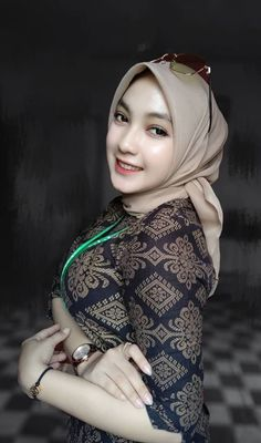 Hijab Teen, Arab Girls Hijab, Beautiful Arab Women, Beautiful Hijab, Hijabi Girl, Girl Hijab, Beauty Full Girl, Beauty Women, Hijab Fashionista