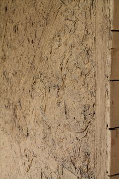 Lehmputz erste Schicht auf Strohballenuntergrund