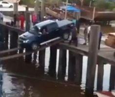 فيديو محاولة مجنونة لعبور بيك اب إلى سفينة فوق الماء فهل ستنجح؟ #سيارات #تيربو_العرب #صور #فيديو #Photo #Video #Power #car #motor