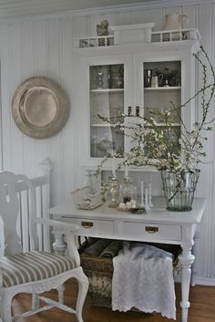 Get the perfect Living Room Style. A living room is one of the most important interior areas of a home where your family spends most of the time together. Shabby Chic, Shabby Cottage, Cottage Chic, White Cottage, Cottage Style, Vintage Interior Design, French Interior, Vibeke Design, Rustic Light Fixtures