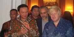Gaya Walikota London, Boris Johnson disebut Ahok mirip Jokowi. Tak seperti pejabat kebanyakan, pria bernama lengkap Alexander Boris de Pfeffel Johnson ini memiliki rambut pirang, berantakan serta cuek. Hal itu terlihat saat mengunjungi Gubernur DKI Jakarta Basuki Tjahaja Purnama alias Ahok, Sabtu (29/11) petang,