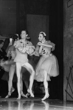 Ballet dancers doing Gangnam Style backstage