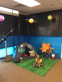 Galactic starveyors decor 2017 - great aluminum foil moon for space themed bulletin board - craftIdea.org - craftIdea.org Space Party, Space Theme, School Themes, Classroom Themes, Sistema Solar, Theme Galaxy, Indoor Camping, Camping Theme, Camping Parties