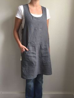 The linen pinafore apron is loved by bakers, florists, event planners, teachers, and artists. Sewing Aprons, Sewing Clothes, Hardanger Embroidery, Embroidery Patterns, Apron Patterns, Embroidery Art, Dress Patterns, Embroidery Needles, Japanese Apron