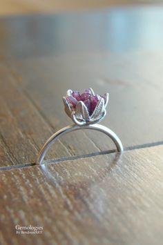 Raw Garnet Ring January Birthstone Jewelry for Women by Gemologies #januarybirthstone #garnetring #garnet #rawgarnet #proposalring #weddings #bridal #crystalring