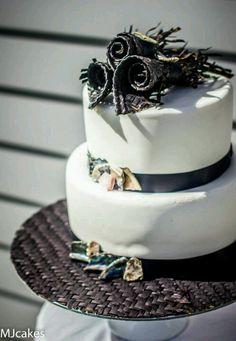 Paua and harakeke roses (polished abalone shell and woven flax) wedding cake Round Wedding Cakes, Amazing Wedding Cakes, Amazing Cakes, Party Cakes, Party Party, Cake Board, Party Themes, Theme Ideas, Party Ideas