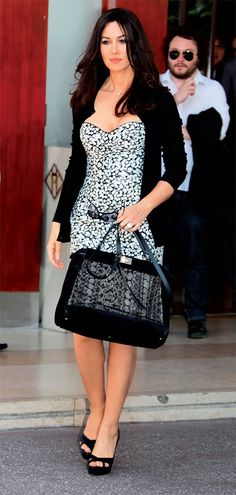 Monica Bellucci w/ a Dolce & Gabbana Miss Sicily bag! WANT!