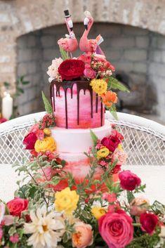 Pink Wedding Cake with Flowers and Flamingo Topper - Pink Birthday Cake Ideen Wedding Cake Fresh Flowers, Purple Wedding Cakes, Wedding Cake Photos, Themed Wedding Cakes, Beautiful Wedding Cakes, Wedding Cake Toppers, Wedding Pictures, Mauve Wedding, Wedding Ideas