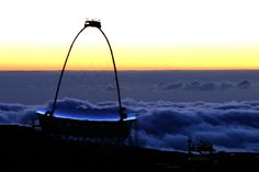 one MAGIC telescope and sea of clouds bathing in sunset  (credit: MAGIC collaboration)