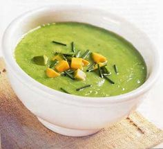 made avocado/cucumber soup so many times last spring/summer...didn't use yogurt...just a very small amount of low fat sour cream on top, no ice cubes either. you can add a touch of cumin if you like Ice Cubes, Shrimp Recipes, Raw Food Recipes, Soup Recipes, Free Recipes, Avocado Soup, Sin Gluten, Fresh Chives, Chile