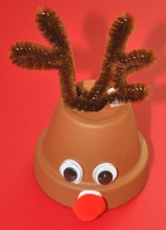 I saw these cute little reindeer ornaments at a recent craft show and knew immediately that my Brownie troop would LOVE to make the lil' cr...