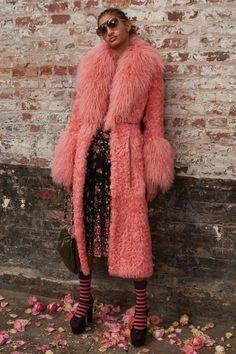 Michael Kors Collection Pre-Fall 2019 Fashion Show Michael Kors Kollektion Pre-Fall 2019 Kollektion – Vogue Fashion Week, High Fashion, Winter Fashion, Fashion Outfits, Womens Fashion, Fashion Tips, Fashion Design, Fashion Trends, Feminine Fashion