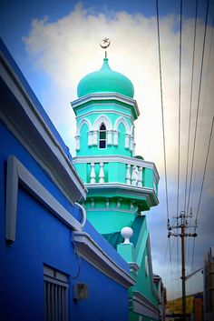 United Colours of Bo-Kaap Masters Thesis, South Afrika, Boulder Beach, Missing Home, Islamic Architecture, Bright Colours, Most Beautiful Cities, Place Of Worship, Mosque