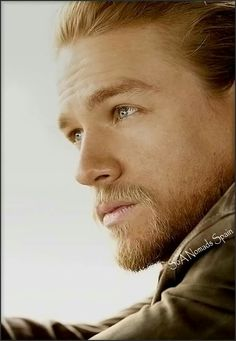 What a gorgeous picture of Charlie Travis Fimmel, Sons Of Anarchy, Hello Gorgeous, Gorgeous Men, Charlie Hunnam Soa, Man Crush, Bearded Men, Celebrity Crush, Pretty People