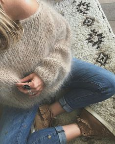 Knitting Patterns Sweter It's fuzzy knit season! Knitted sweaters have awesome patterns ; Knitwear Fashion, Cozy Fashion, Autumn Fashion, Gros Pull Mohair, Chunky Knitting Patterns, Stitch Fit, Baby Pullover, Asymmetrical Sweater, Mohair Sweater