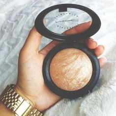 "MAC's highlighter in ""Soft and gentle"". Love this highlighter!"